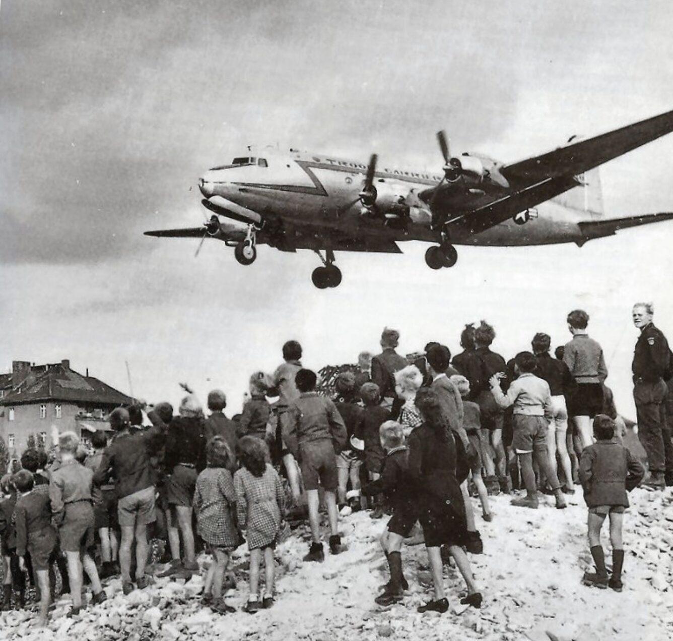 Flugzeug auf Berlin Tempelöhof